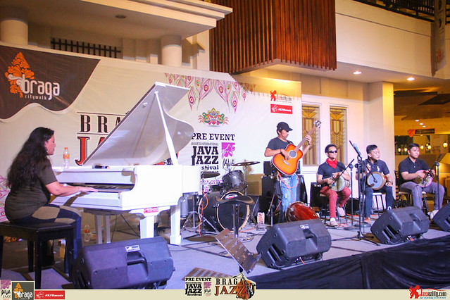 Pre Event Java Jazz Festival 2015 - Braga Jazz Walk Braga CityWalk- Batavicada ft Yeppy Romero and Marcello Allulli (3)