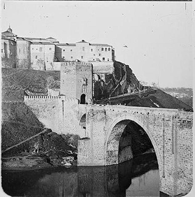 Puente de Alcántara en 1904. Fotografía de Augusto T. Arcimis © Fototeca del IPCE, MECD. Signatura ARC-0721_P