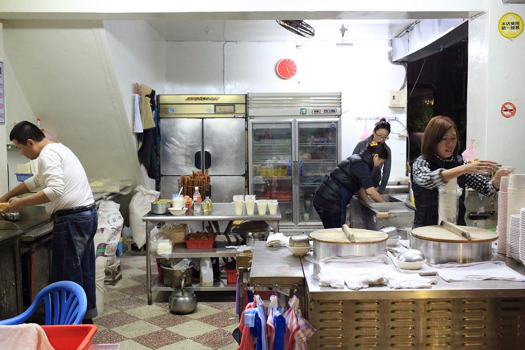20150131萬華-萬姓公旁燒餅、油條 (2)