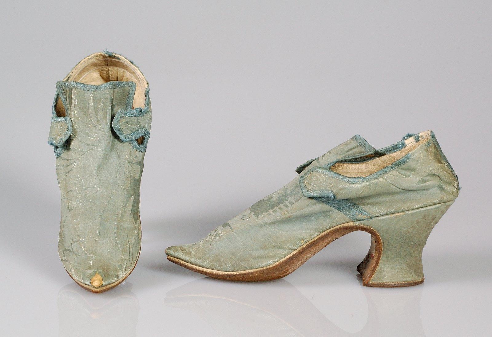 1709. European. Silk
