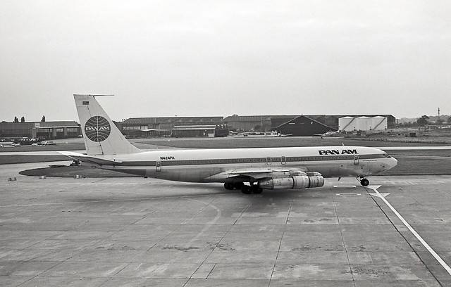PAN AM Boeing 707 N424PA  Manchester, England, June 1975   75F18-002m1