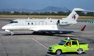 Camioneta DGAC SCL custodiando avión (D. Madariaga)