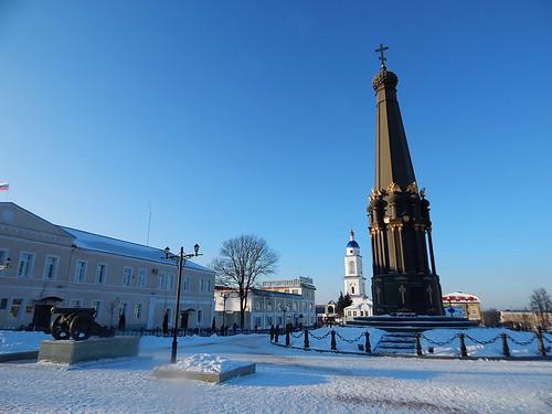 черный монумент