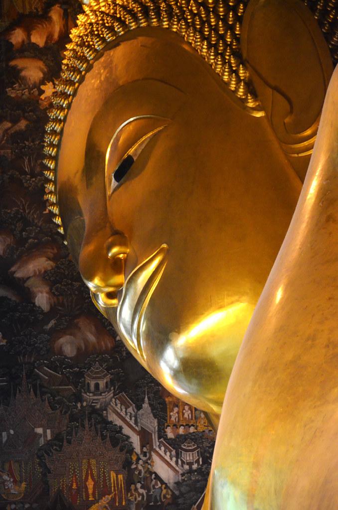 Rostro del buda reclinado de Bangkok