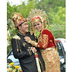Foto Pengantin Aceh. Foto Pernikahan Aceh. Foto Perkawinan Aceh. Foto Wedding Adat Aceh. Meutia & Candra, Aceh traditional wedding dress & ceremony in Magelang Jawa Tengah.   Wedding photo by @Poetrafoto.   Visit our web http://wedding.poetrafoto.com and