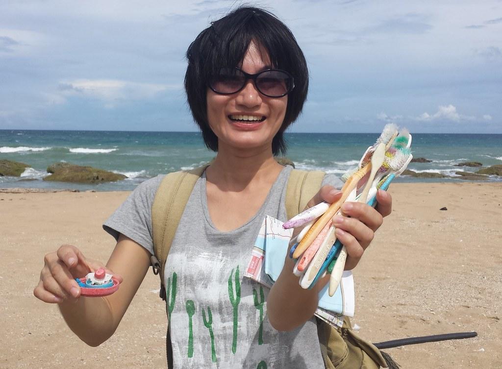淨灘時撿到的垃圾,牙刷也占了不小的一部份!