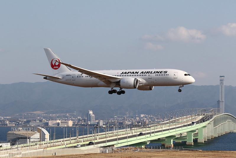 Kansai International Airport 2015.2.14 (4) JAL's B787-8 / JA825J