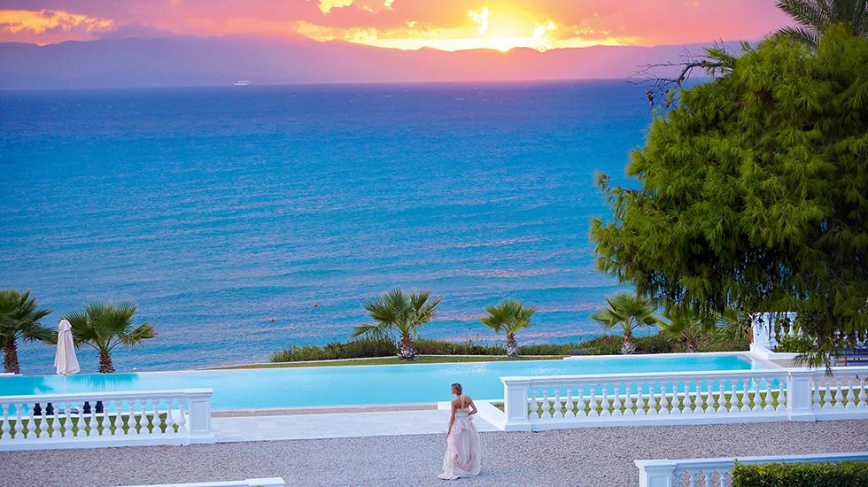 30-romantic-holidays-greece-luxury-resort-9348