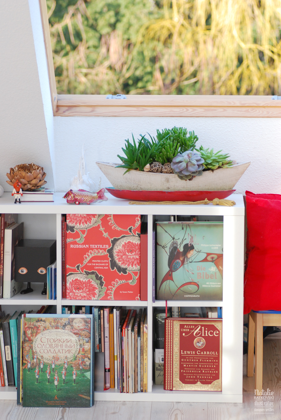 My studio and the new red bowl for my sukkulents