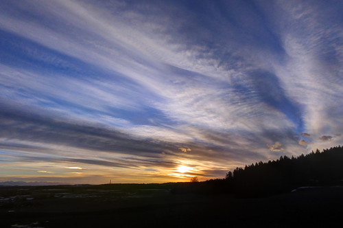 sky cloud sun backlight germany bayern bavaria evening solar sonnenuntergang oberbayern upperbavaria himmel wolken halo parhelion sonne sundog hdr gegenlicht frontlight abendstimmung abends deining solarhalo ludwigshöhe nebensonne claudemunich straslachdingharting haloerscheinung sonnenhund