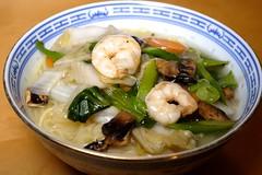 wonton(0.0), noodle(1.0), noodle soup(1.0), thai food(1.0), seafood(1.0), kuy teav(1.0), kalguksu(1.0), food(1.0), canh chua(1.0), dish(1.0), soup(1.0), cuisine(1.0), nabemono(1.0),