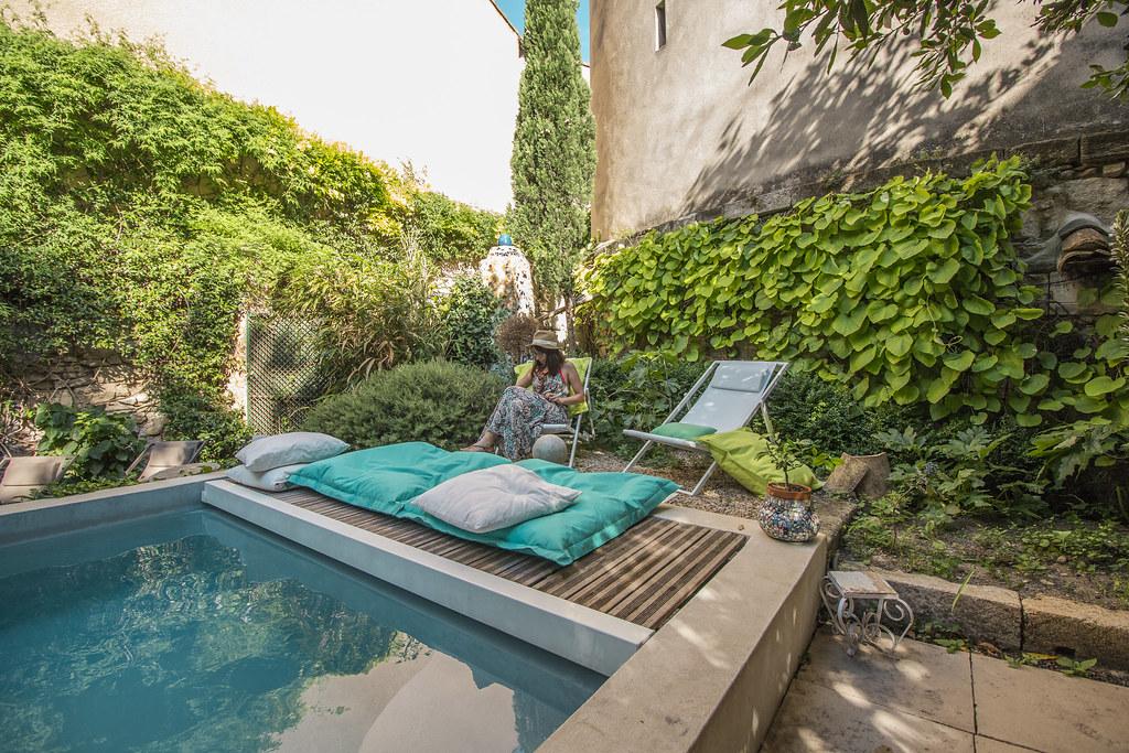 Provence cyling Avignon B&b pool 2