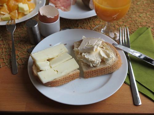 Ziegenkäse und Le Vignoble auf Weißbrot