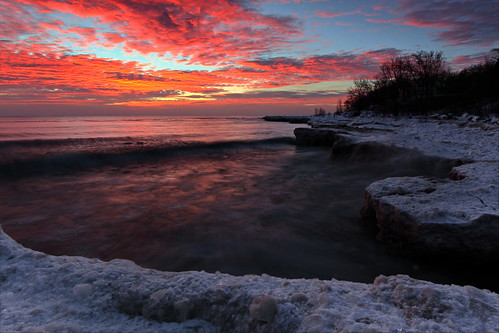 winter ice sunrise lakemichigan northshore fortsheridan lakecountyforestpreserves shelfice highwoodillinois fortsheridanlakeshorepreserve