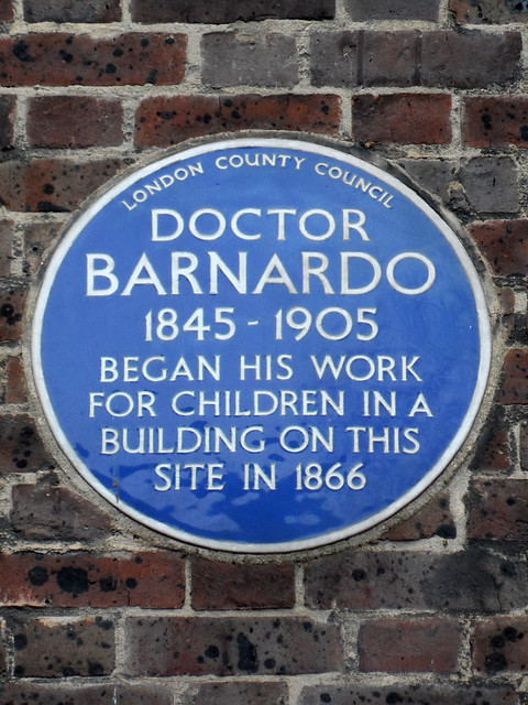 Photo of Thomas John Barnardo blue plaque