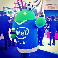 Tiembla el pesetero en su casa, llegó al #MWC15 el pibe #Android de #Intel #MovingMobile
