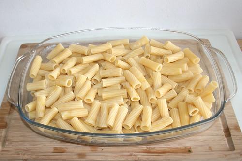 33 - Nudeln hinein geben / Add noodles