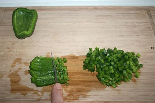 14 - Paprika fein würfeln / Dice bell pepper
