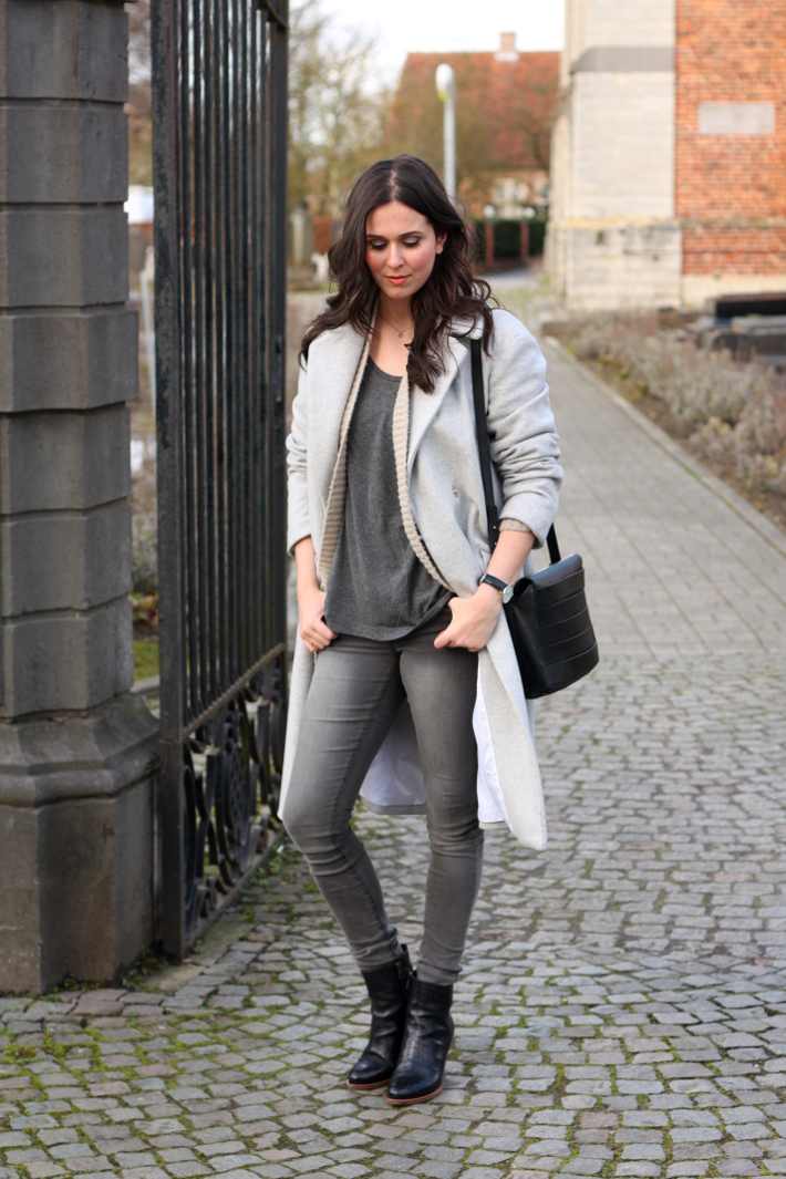 outfit: grey skinny jeans, long grey coat
