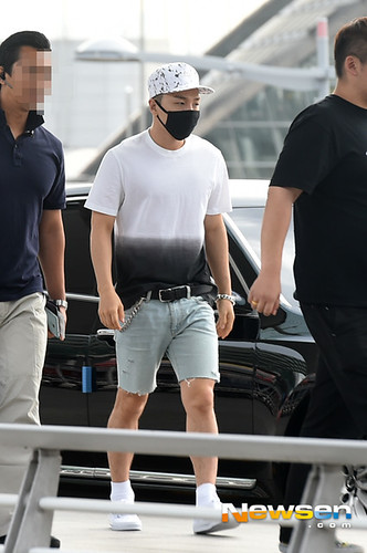 BIGBANG Incheon Airport to Shanghai Press 2015-06-19 018