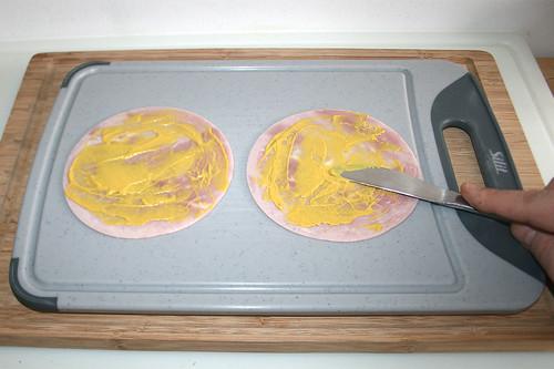 21 - Kochschinken mit Senf bestreichen / Spread ham with mustard