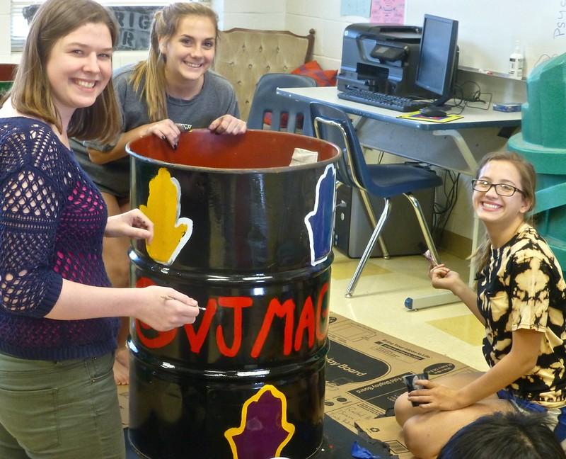 VJ Magnet paints Greens Club receptacle