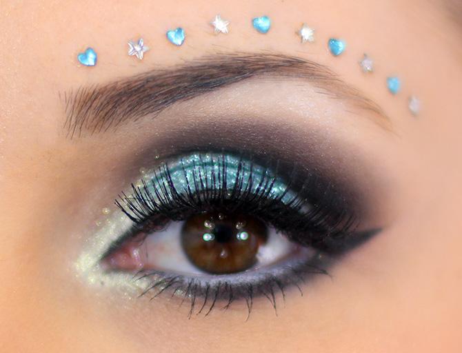 03-maquiagem azul para o carnaval com muito brilho e glamour