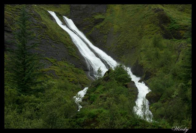 Las cascadas hermanas Systrafoss