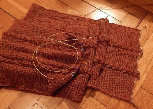 шарф на полу почти закончен без двух повторов