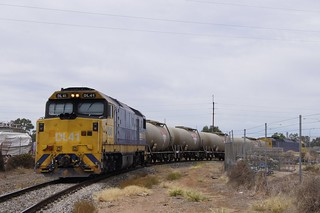 DL41 & DL47 lead 4 tank cars through Dry Creek junction