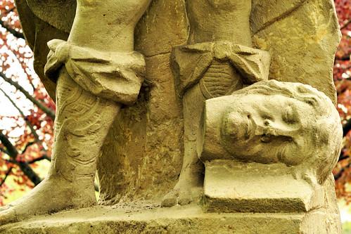 Schuh Schuhe Schuhmode Modeschuhe Lederschuhe Statue Steinstatue Steinschuh Schlosspark Weikersheim historische Schuhmode Geschichte Kunstgeschichte Foto Brigitte Stolle