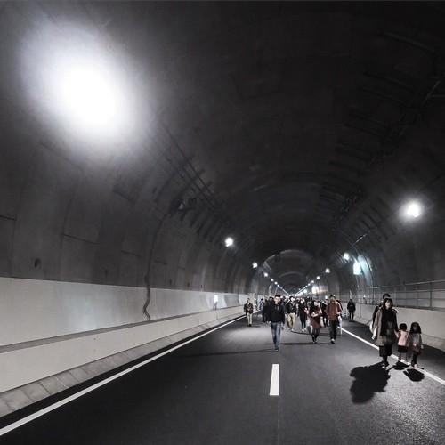 トンネル、でっけー