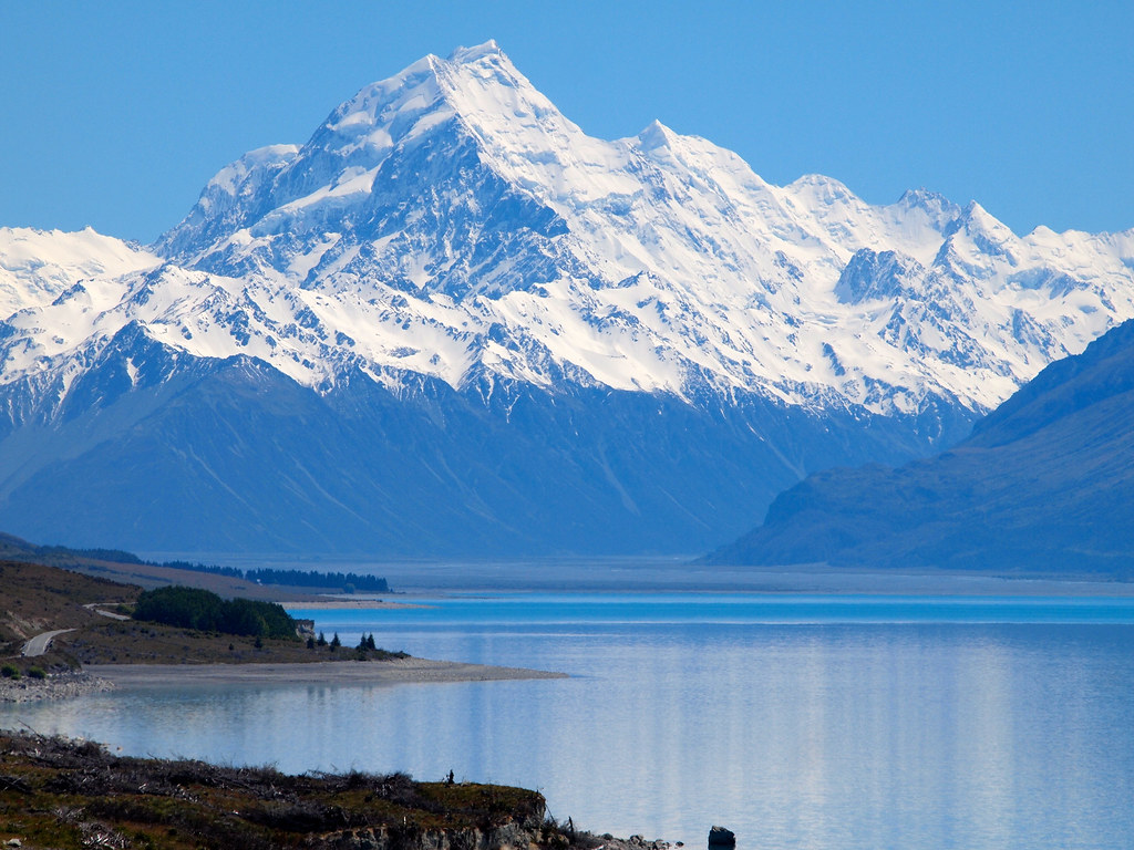 Mount Cook and Lake Pukaki in New Zealand