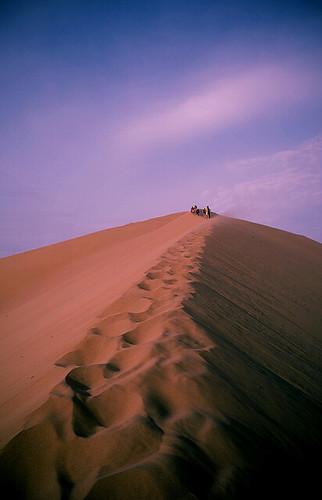sand glow purple desert dune sanddune ica huacachina