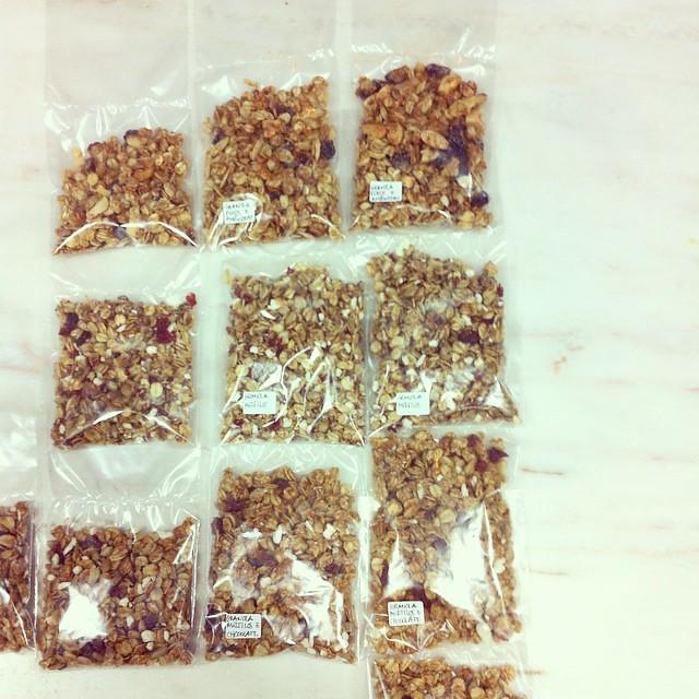 Começar o dia a enviar as amostras de granola doSEMENTE. (Hoje volto a abrir a loja depois das 15h.)