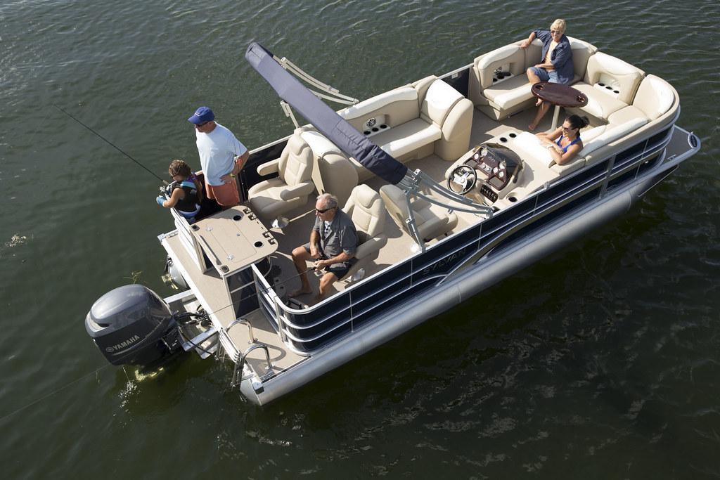 Mirage fish le 8522 party fish le sylvan marine for Fishing pontoon boat reviews