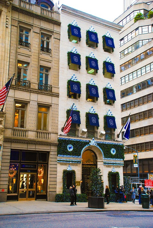 Harry Winston store on fifth avenue decorated for Christmas