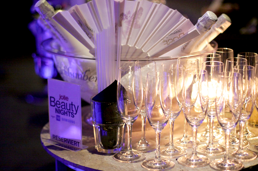 JOLIE Beauty Nights at The Pearl Bar Club Lounge Berlin VIP Samsung 1und1 White Seco Party Berlin fashionblogger Ricarda Schernus cats & dogs 5