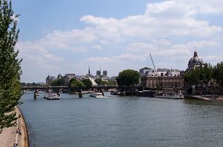 Vue sur la Seine et le Pont des Arts depuis le Pont du Carousel