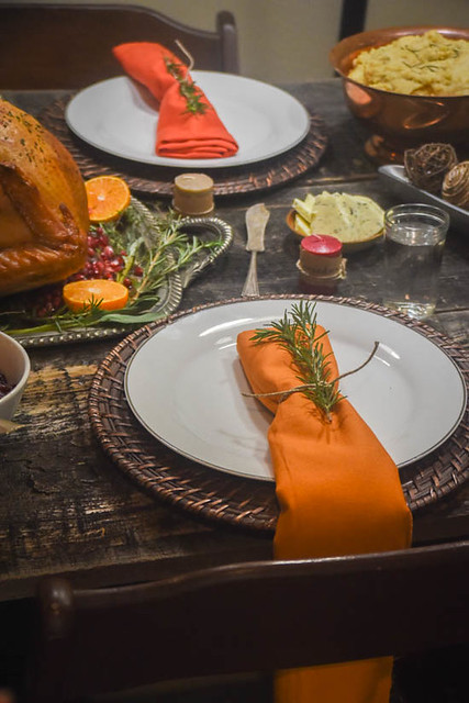 simple-thanksgiving-napkins-herbs.jpg