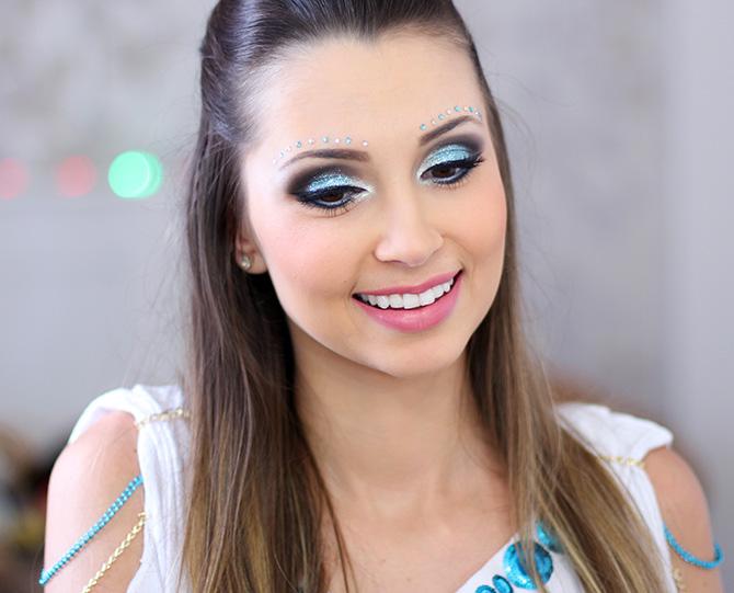 06-maquiagem azul para o carnaval com muito brilho e glamour