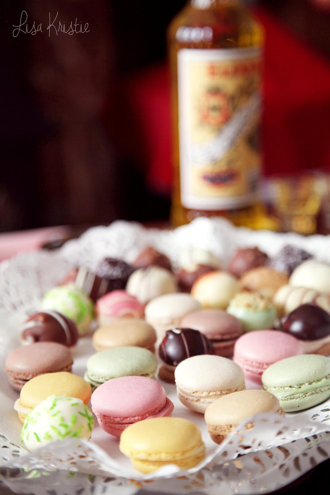 closeup macaroons christmas dessert macarons