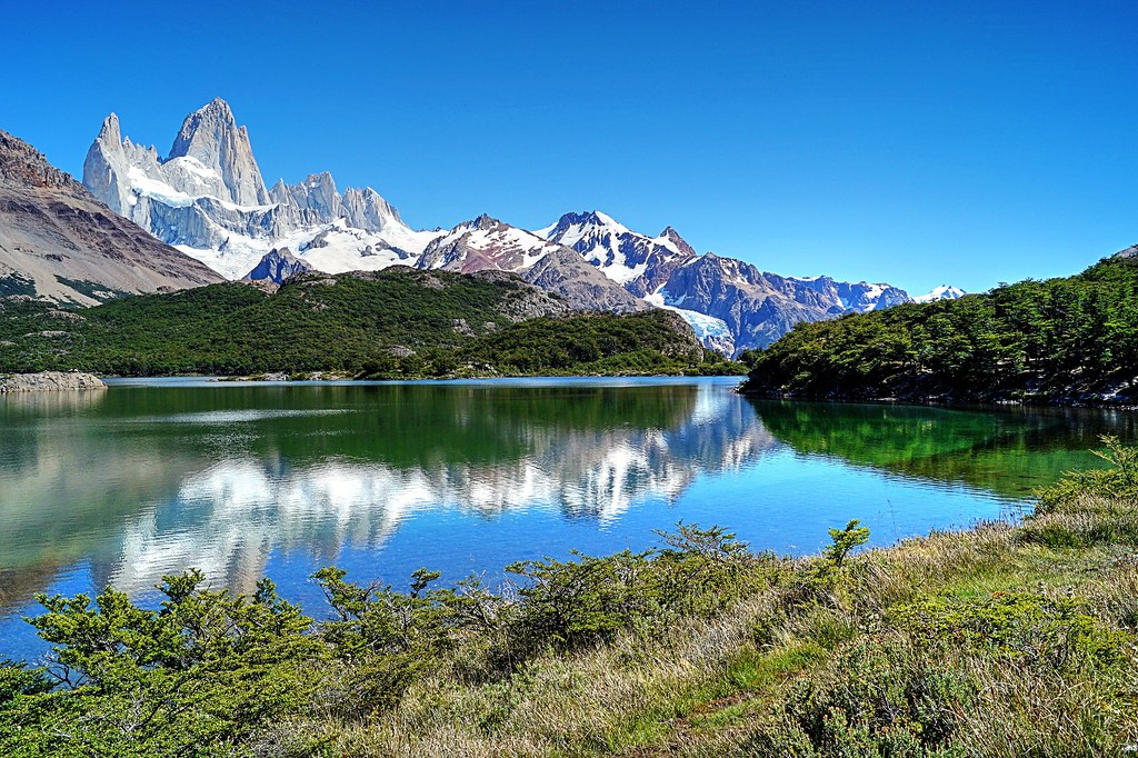 Laguna Capri, Monte Fitz Roy y Glaciar Serrano - Capri Lagoon, Fitz Roy Hill and Serrano Glacier (El Chaltén, Argentina)