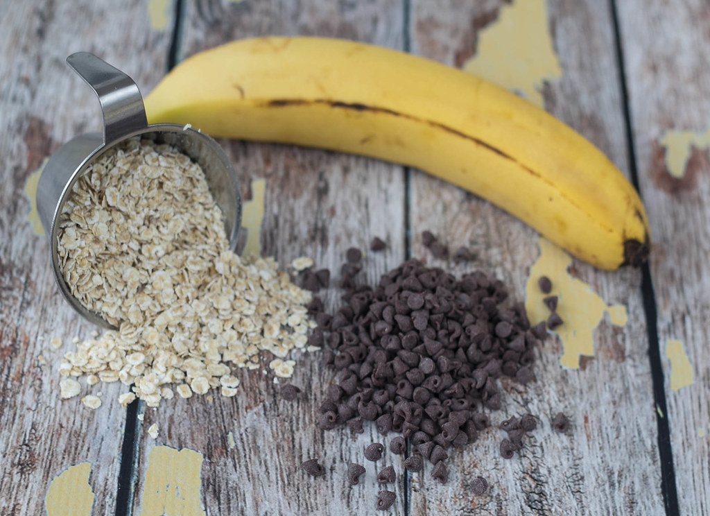 Healthy Banana, Oatmeal and Chocolate Cookie