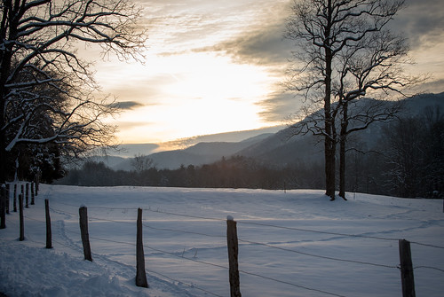 Cades Cove in the Great Smoky Mountains National Park just after first light.* 1/250 @ f10, ISO 400.