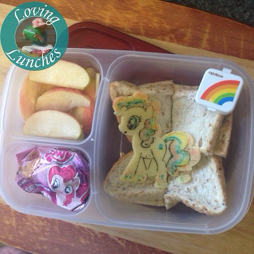 Loving the quickie Rainbowed #PinkiePie Miss M had for lunch today… @easylunchboxes #mlp #MyLittlePony #easylunchboxes
