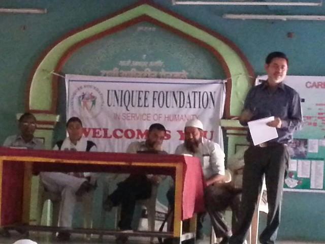 Aasim Khan distributing certificate to one of a winner