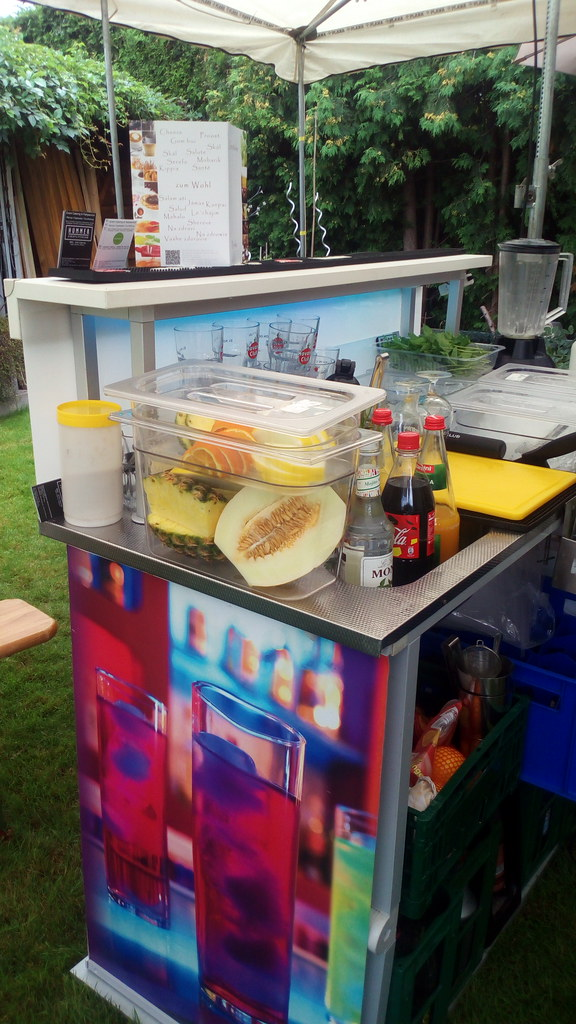 """#HummerCatering #mobile #Cocktailbar #Barkeeper #Cocktail #Catering #Service #Erftstadt http://hummer-catering.com • <a style=""""font-size:0.8em;"""" href=""""http://www.flickr.com/photos/69233503@N08/28502684290/"""" target=""""_blank"""">View on Flickr</a>"""