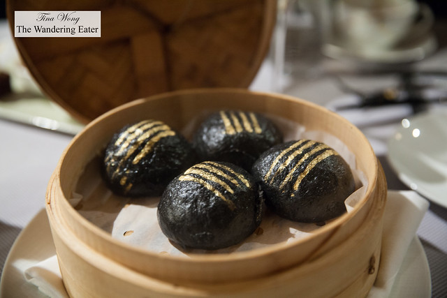 Black & Gold Egg Yolk Custard Buns (黃金流沙包)