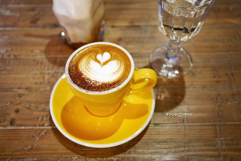 15584829063 919739b5a9 c - LOVE PEACE CAFE │西屯區:超華麗工業風咖啡空間~黑白條紋店貓COOPER假日當家~還有老闆單人製作美麗拉花特調咖啡加精緻限量手作甜點